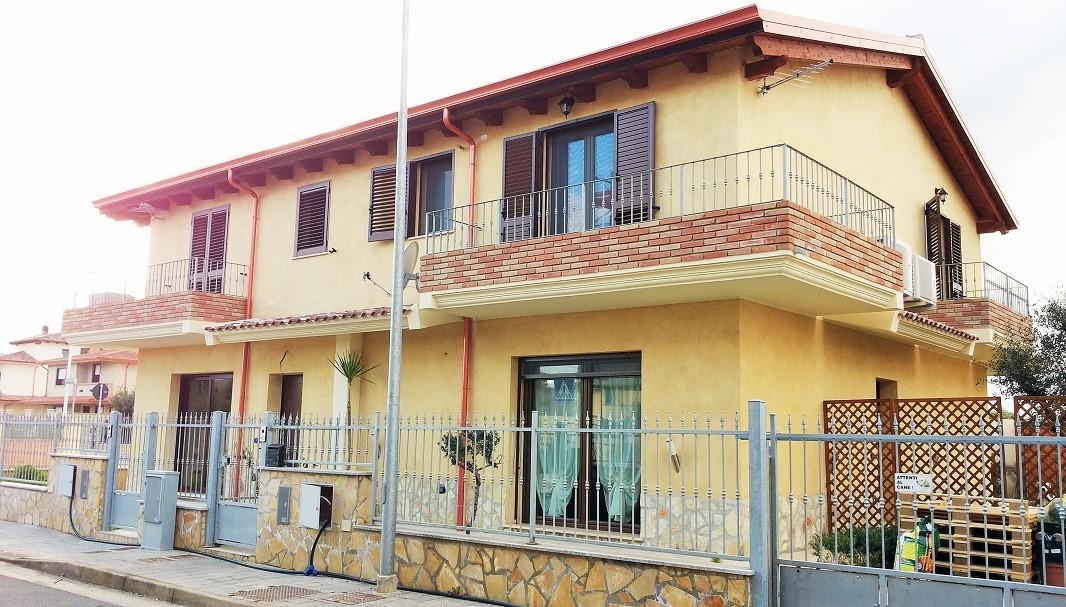 Bifamiliare indipendente in zona residenziale a uta for Termosolar sestu